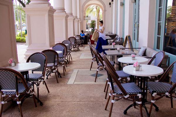 crema-gourmet-outside-seatingb