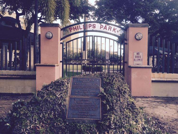 phillips_park_sign_gate