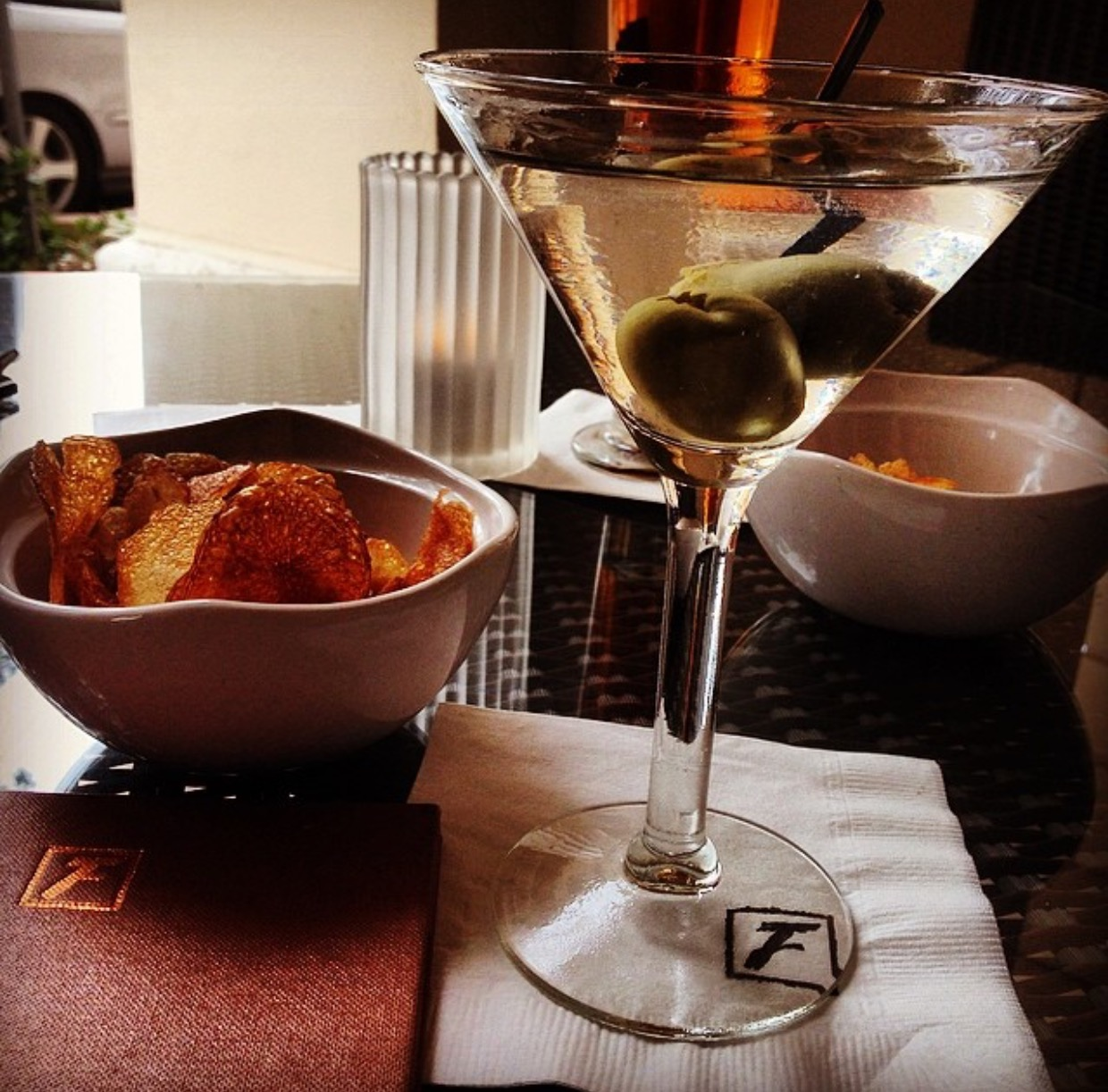 Flemings offers happy hour all 7 days of the week from 5pm-7pm with select cocktails, wines and beer special (the season beer is 2x$6) and appetizers ranging from $6-$9 and again from 8pm-10pm with different variety of drinks and small plates ranging from $9-$11. We are loving the Flemings Prime Burger with your choice of cheese and bacon plus a side of fries or onion rings which is a steal at $8 during the 5pm-7pm hours and still a bargain at $10 from 8pm-10pm.