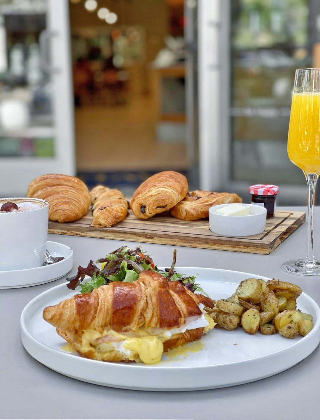Bruch spot with bottomless mimosa in coral gables miami