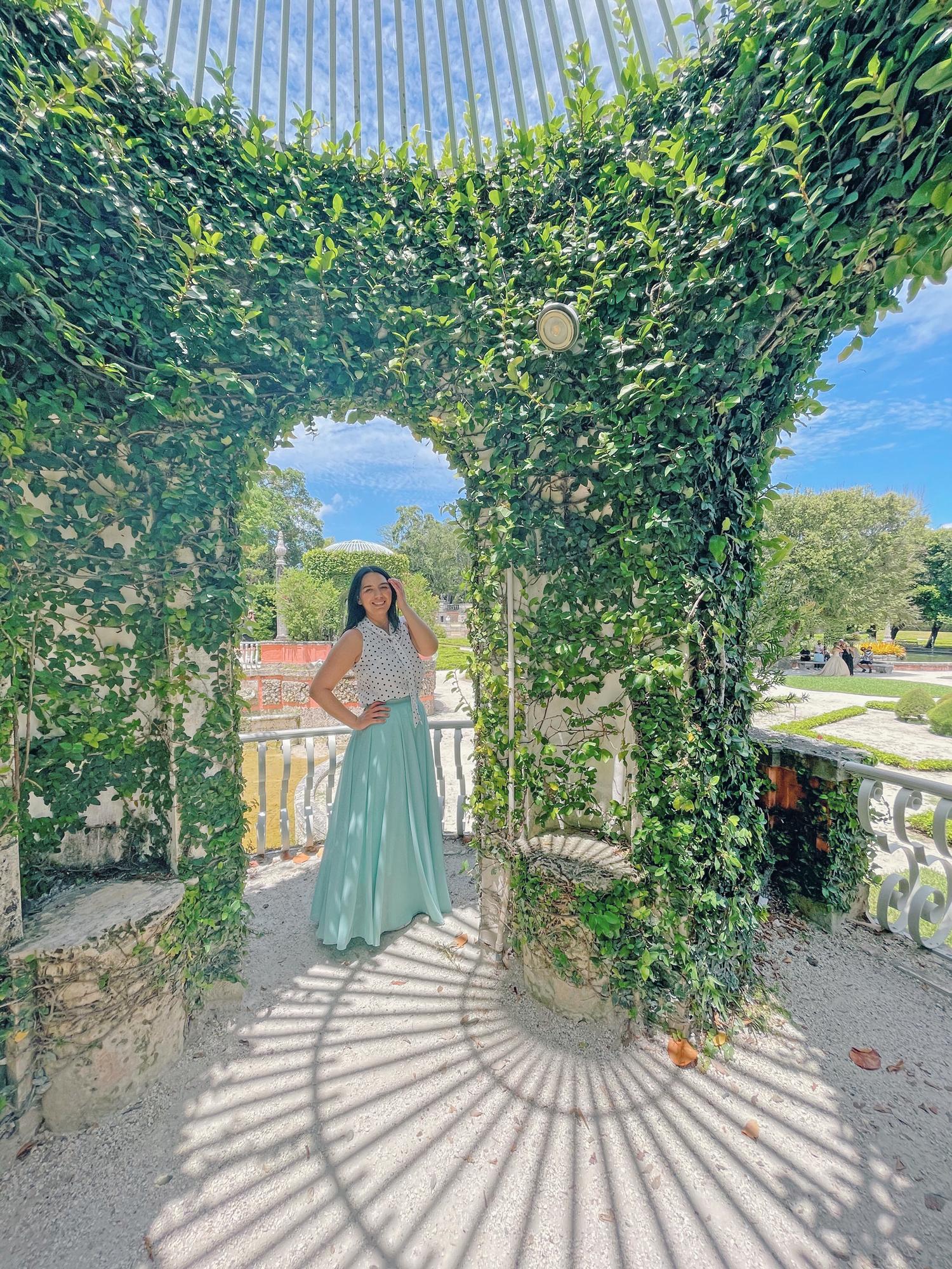 Best Things To Do in Miami: Vizacaya Museum & Gardens romantic photoshoot